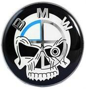 Наклейка БМВ пират (73 мм) на капот / багажник