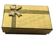 Подарочная коробка с синей лентой