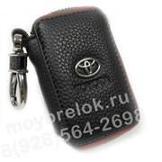 Ключница Тойота черная с красной строчкой на застежке на молнии