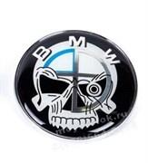 Наклейка БМВ пират (78 мм) на капот / багажник