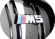Эмблема БМВ M5 на решетки радиатора