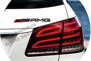 Эмблема Мерседес AMG на багажник красно-черная