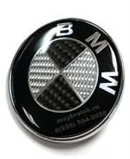 Наклейка БМВ карбон (78 мм) на капот / багажник
