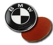 Наклейка БМВ черно-белая (66 мм), на двустороннем скотче