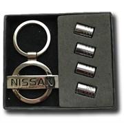 Подарочный набор Ниссан брелок и комплект ниппелей на диск